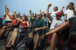Sail Karimata 2016 Yes. Para turis bersemangat meneriakkan Slogan Sail Karimata. Mereka berjanji akan kembali datang ke Kabupaten Kayong Utara pada Sail Karimata 2016