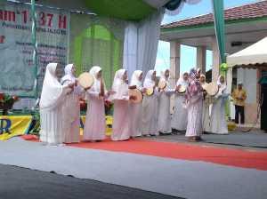 Tim Al Ihsan Desa Simpang Tiga tampil sebagai Juara I Lomba Kasidah dalam rangka Gema Muharram 1437 Hijriah