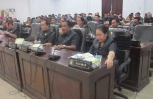 Anggota DPRD Ketapang menghadiri Sidang Paripurna Penyampaian Jawaban Eksekutif Terhadap Pandangan Umum Anggota DPRD Atas Nota Keuangan dan Raperda APBD Ketapang Tahun Anggaran 2016