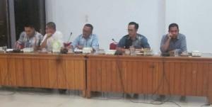 Anggota DPRD Ketapang saat menerima kedatangan tenaga honerer K2 yang ingin beraudensi dengan DPRD Ketapang
