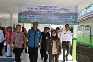 Bupati Sambas, dr Hj Juliarti Djuhardi Alwi MPH meninjau Ruang ICU RSUD Pemangkat