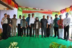 Foto bersama usai penandatanganan Deklarasi Janji Layanan Kesehatan RSUD Sambas dan Pemangkat