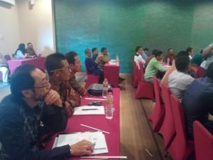 Anggota DPRD Ketapang serius mengikuti Bimtek Sinkronisasi Peran DPRD dengan Tim Anggaran Pemkab Dalam Pelaksanaan Penyusunan APBD Ketapang 2016 Serta Pengawasan Pelaksanaan Keuangan Desa di Yogyakarta.
