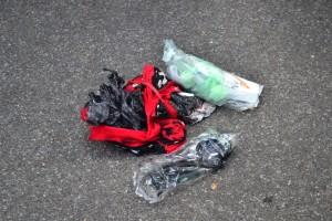 DIKIRA BOM. Barang yang diduga bom di kantin Kantor DPRD Kalbar diledakan, Rabu (6/1). Rupanya hanya perlengkapan mandi dan pakaian milik seorang pengunjung kantin. OCSYA ADE CP