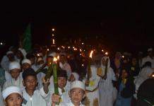 Ratusan anak yatim melakukan Pawai Taaruf di Jalan 28 Oktober, Siantan Hulu, Pontianak Utara