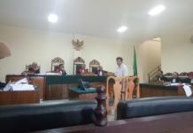 SAKSI. Kepala Cabang PT. Merapi Batam, Sunarso memberikan keterangan kasus dugaan korupsi pengadaan Alkes RSUD Kota Pontianak di Pengadilan Tipikor Pontianak, Jalan Uray Bawadi, Selasa (17/4). Ambrosius Junius-RK
