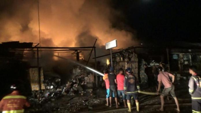 Sebanyak sembilan ruko terbakar di Jl Raya Pajintan Singkawang Timur, Selasa (3/4) malam sekitar pukul 21.30 malam