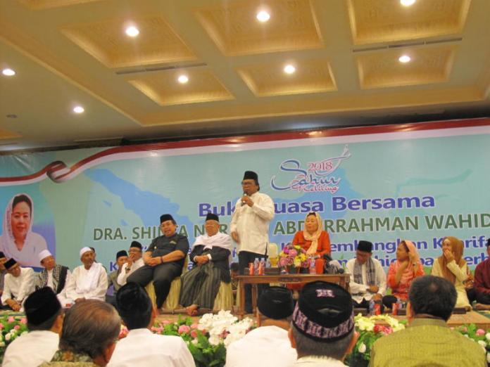 BUKBER. Acara buka puasa bersama OSO di Masjid Raya Mujahidin Pontianak dihadiri Sinta Nuriyah Abdurrahman Wahid dan Ketum MUI, Senin (28/5). Maulidi Murni-RK