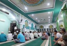 Sutarmidji saat memberikan tausiah subuh di Masjid Agung Nurul Islam Singkawang (Kang Enchus for Equator)