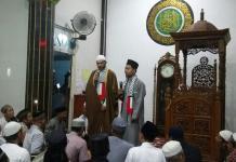 Ulama Palestina, Syeikh Mahmoud saat memberikan tausyiah di Masjid Al-Ikhwan, Senin malam (28/5). (Abdu Syukri)