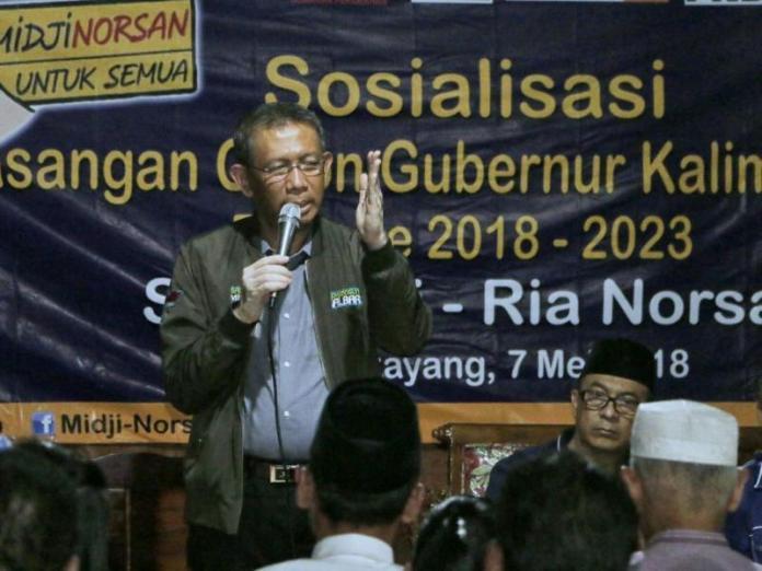Calon gubernur nomor urut 3 sedang bersosialisasi dengan masyarakat bengkayang.