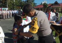 PENGUKUHAN. Kapolresta Pontianak AKBP Wawan Kristyanto tengah mengukuhkan Komunitas Pelajar Pelopor Anti Narkoba di halaman Mapolresta Pontianak, Rabu (9/5)--Polisi for RK