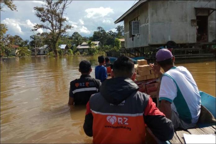 Siaga Banjir. Relawan Nusantara melakukan kegiatan siaga banjir di Kabupaten Kapuas Hulu, Desember 2017. Relawan Nusantara for Rakyat Kalbar