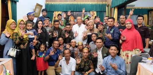 Bertemu dengan relawan di hari kemenangan Idul Fitri 1439 H, Calon Gubernur Kalbar nomor 3, Sutarmidji berpesan agar relawan tetap solid dan bisa mengawal TPS.