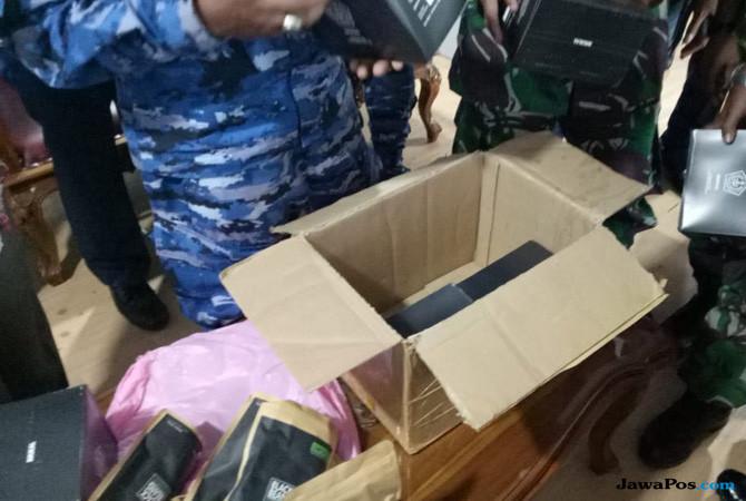 Kardus milik onum TNI yang mengaku bawa bom (Istimewa)