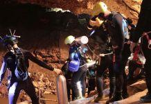 EVAKUASI. Penyelamatan 12 remaja dan seorang pelatih sepakbola di gua Tham Luang, Thailand. Reuters