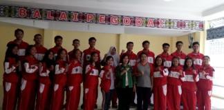 PELEPASAN. Sekda Sintang melepas 105 atlet yang akan berlaga dalam Popda Provinsi di Pontianak, Jumat (13/7)—Humas for RK
