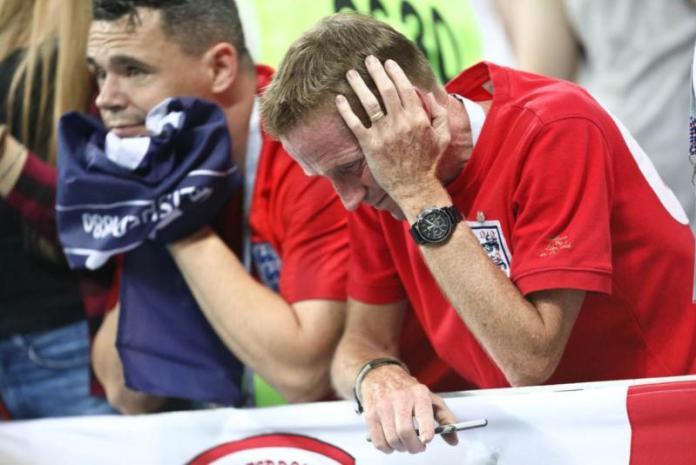 KECEWA. Ekspresi Suporter Inggris usai tim kebanggannya kalah dari tim Kroasia pada pertandingan semifinal Piala Dunia 2018 di Stadion Luzhniki, Moscow, Rusia, Rabu (11/7). Angger Bondan/Jawa Pos