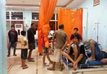 KERACUNAN. Warga diduga keracunan mendapatkan perawatan di UGD RSUD dr Rubini Mempawah, Minggu malam (1/7). Ari Sandy-RK