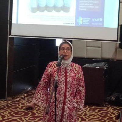 SOSIALISASI. dr. Endah Sulistiana, MARS., menjelaskan strategi eliminasi campak dan rubella, di Hotel Mercure Pontianak, Minggu (22/7). Bangun Subekti-RK