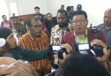 SIDANG. Suasana sidang lanjutan praperadilan kasus candaan bom yang diajukan Frantinus Nirigi di PN Pontianak, Jumat (10/8) siang. Ocsya Ade CP-RK