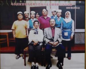 PM MALAYSIA SINGGAH. Mahathir Muhammad dan keluarganya saat singgah ke restoran milik 11 bersaudara itu tahun 2006 yang lalu.