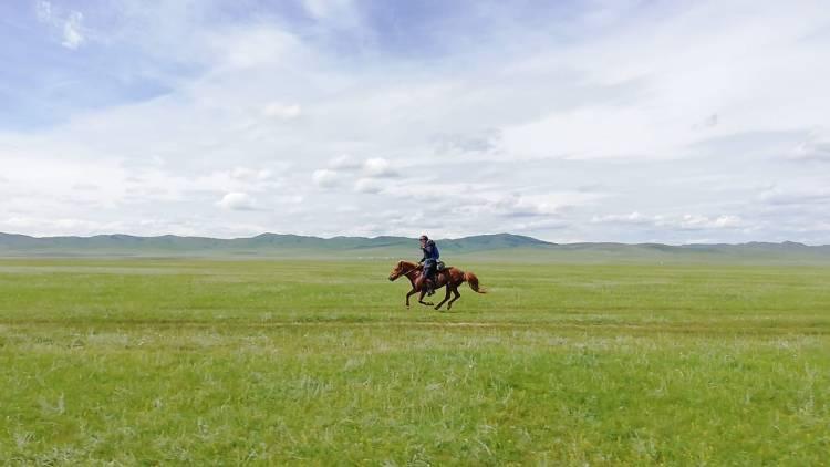 Riding solo across the mongolian steppes on horseback
