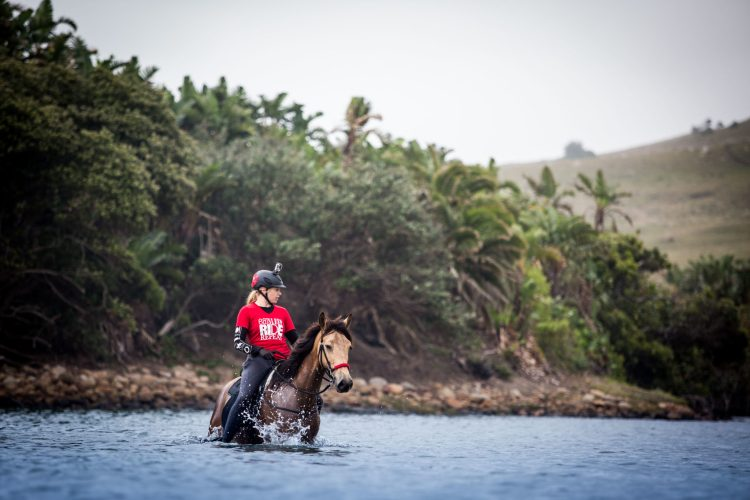 """During the endurance competition """"Race the Wild Coast"""", Sarah has to cross a river on her horse in South Africa"""