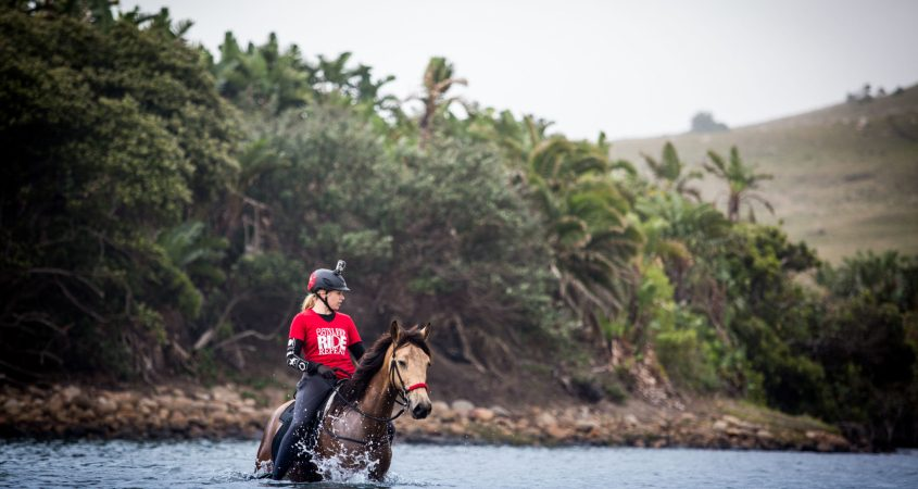 "During the endurance competition ""Race the Wild Coast"", Sarah has to cross a river on her horse in South Africa"