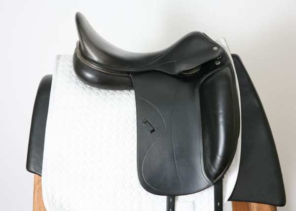 Right Side of Used Amerigo Cortina Saddle 17.5M 3094097