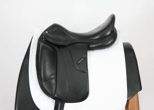 Left side of Amerigo Vega MF Dressage Saddle