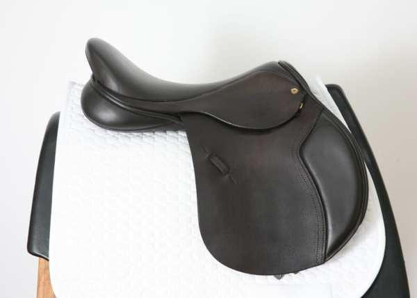 Right Side of Black Country Ricochet 18W Jump Saddle SN: 15558