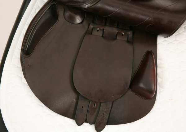 Left Flap on Amerigo Vega Special Jump Saddle 18MW SN: 2618
