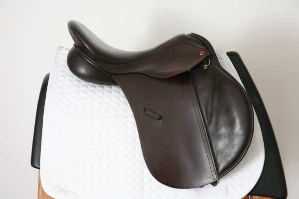 Right Side of Albion K2 GP Saddle 17.5MW