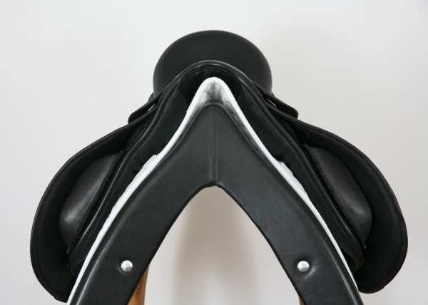 Pommel on County Perfection Saddle 16.5MW SN 16060610