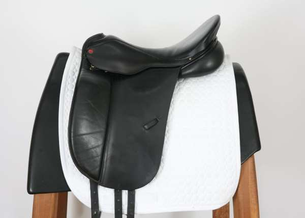 Left Side of Albion Style Dressage Saddle 18M 20584