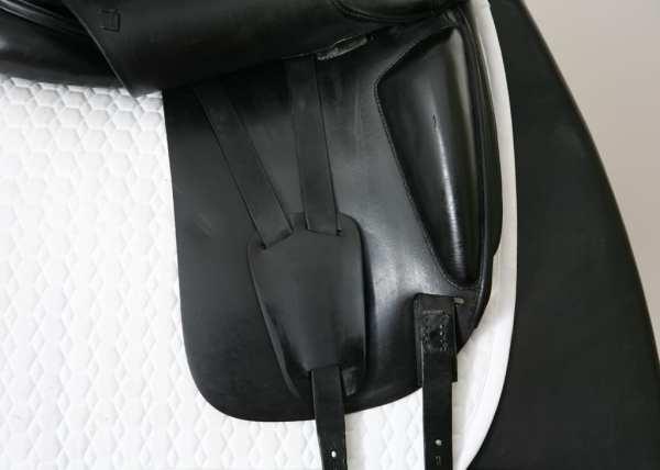 Right Flap on Amerigo Cortina Dressage Saddle 17.5MW SN: 1644127