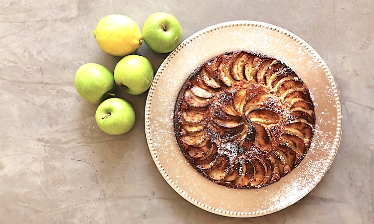 Apple yoghirt cake