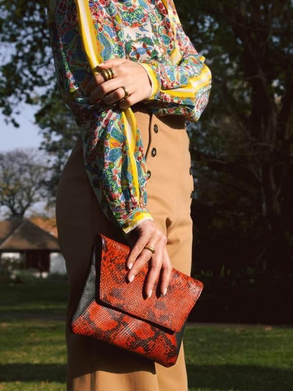 House of Cinnamon Jan Clutch Bag Black & Red Model 2