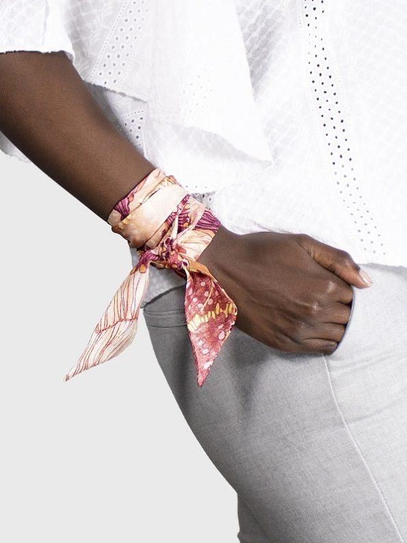 How to wear a silk Twilly Scarf on Wrist Oceanum Coral Aureum