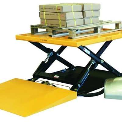 Table élévatrice fixe avec rampe cap.1000kg