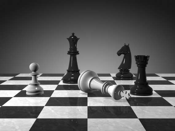 Το πρώτο είδος βασιλείας που εντοπίζει ο Αριστοτέλης είναι εκείνο της Σπάρτης, όπου ο βασιλιάς είναι πρωτίστως στρατηγός και αποκτά δικαίωμα ζωής και θανάτου στους υπηκόους του μόνο σε περίπτωση απειθαρχίας στον πόλεμο.