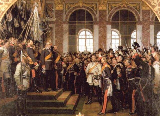 Ανακήρυξη του Γερμανικού Ράιχ στο παλάτι των κατειλημμένων Βερσαλλιών στο Παρίσι, 1871. Με τη λευκή ενδυμασία ο Μπίσμαρκ