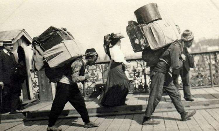 Οι χαμάληδες ήσανε ξακουστοί για τη σωματική τους δύναμη. Δυο χαμάληδες, με τη βοήθεια ενός κονταριού, μπορούσαν να σηκώνουν ένα βαρέλι, γεμάτο κρασί.
