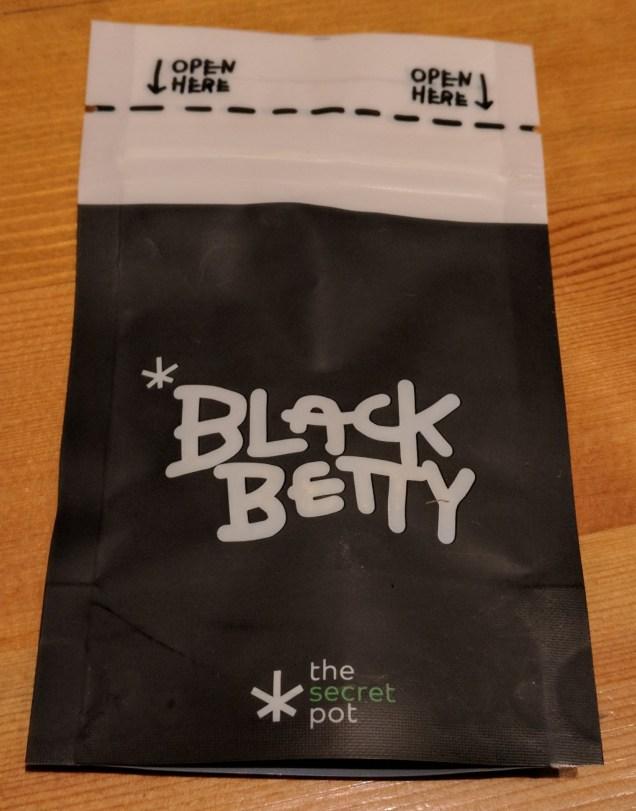 Confezione di black betty canapa light recensione The Secret Pot