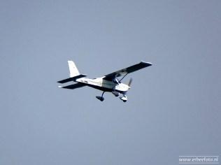 Vliegtuigje boven Noordhorn