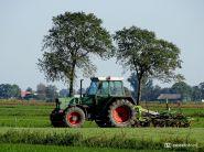 Tractor bij Burum