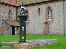 Grafmonument Petruskerk (Leens)