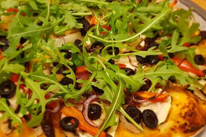 pizza de post cu ruccola