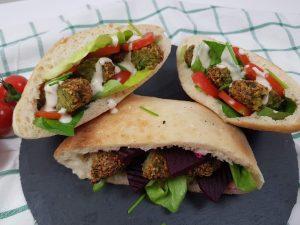 servire falafel in pita